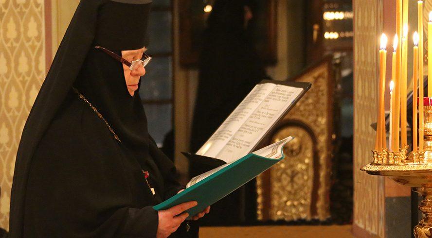 Как помогают новоначальному послушнику монастырские традиции войти в русло уставной жизни монастыря?