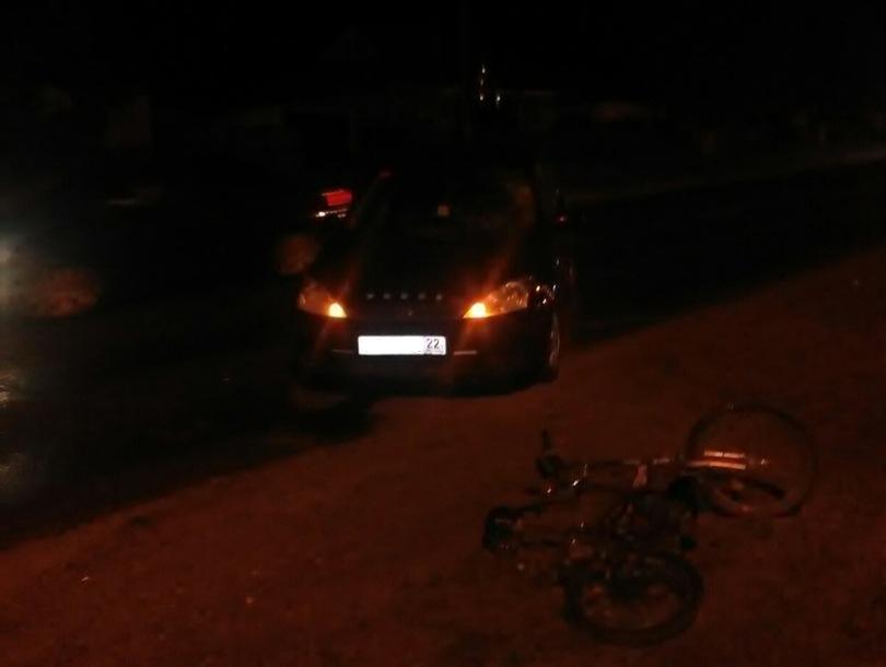 Ночью в пригороде Барнаула иномарка сбила велосипедиста