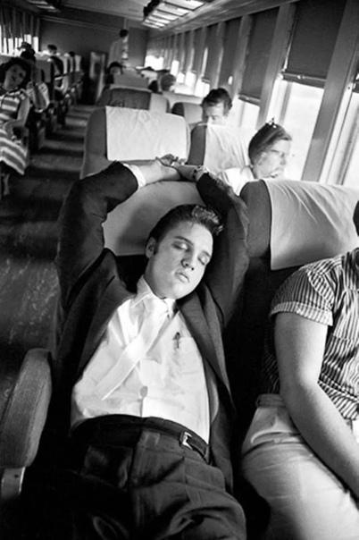 Фото поездки Элвиса Пресли в 27-часовом поезде Нью-Йорк-Мемфис. Июль 1956 года