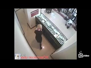 Парень нокаутировал грабителя