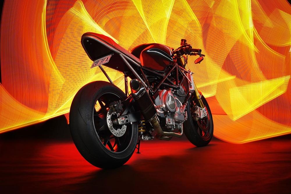 Джонни Тейлор: кафе рейсер Yamaha TRX850