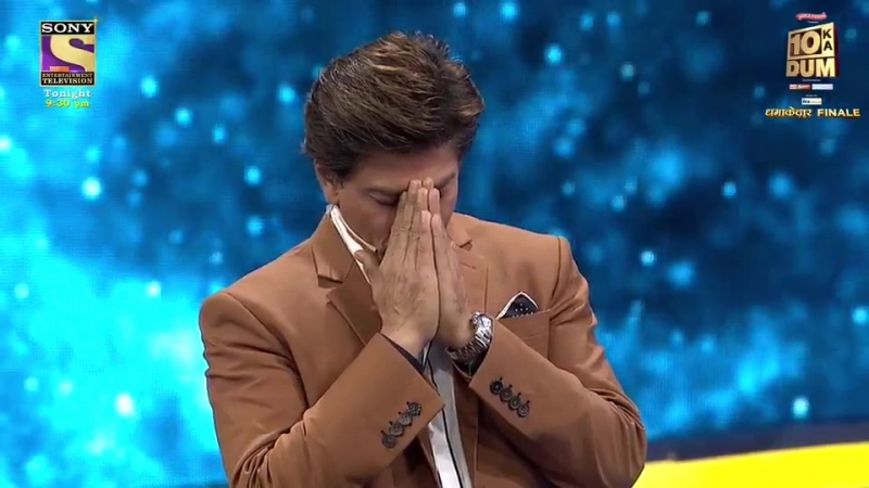 With all the laughter, tonight's show also has an emotional moment with SRK, Rani and Salman, over a question about parents.