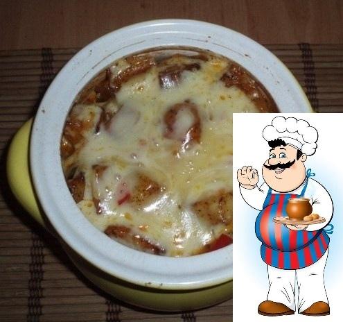Азу в горшочке Картофель (среднего размера) 8 штук Мясо (свиная вырезка) 400 грамм Огурец (маринованные 3 штуки, соленые 3 штуки) 6 штук Лук репчатый 3 штуки Морковь 1 штука Лавровый лист 2