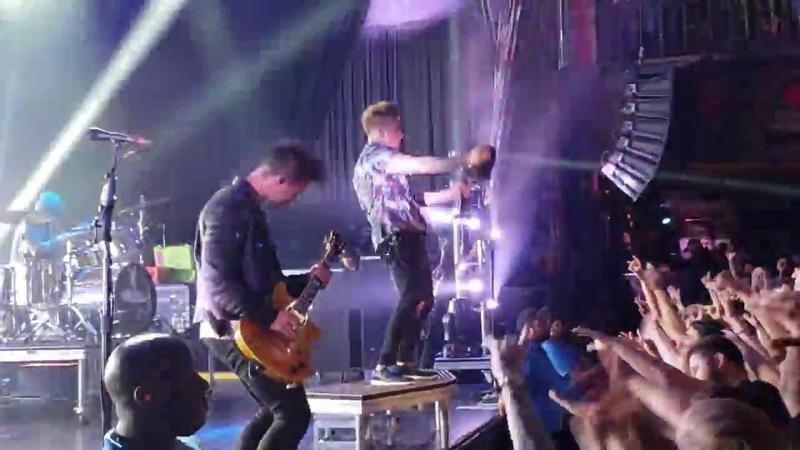 Papa Roach Who Do You Trust Live House Of Blues 09 10