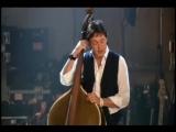 Пол Маккартни играет на контрабасе Элвиса Пресли