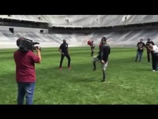 Андерсон Сильва и Витор Белфорт чеканят мяч