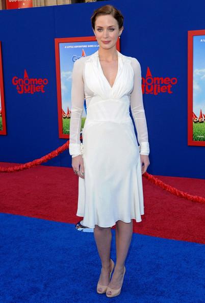 Эмили Блант в белом