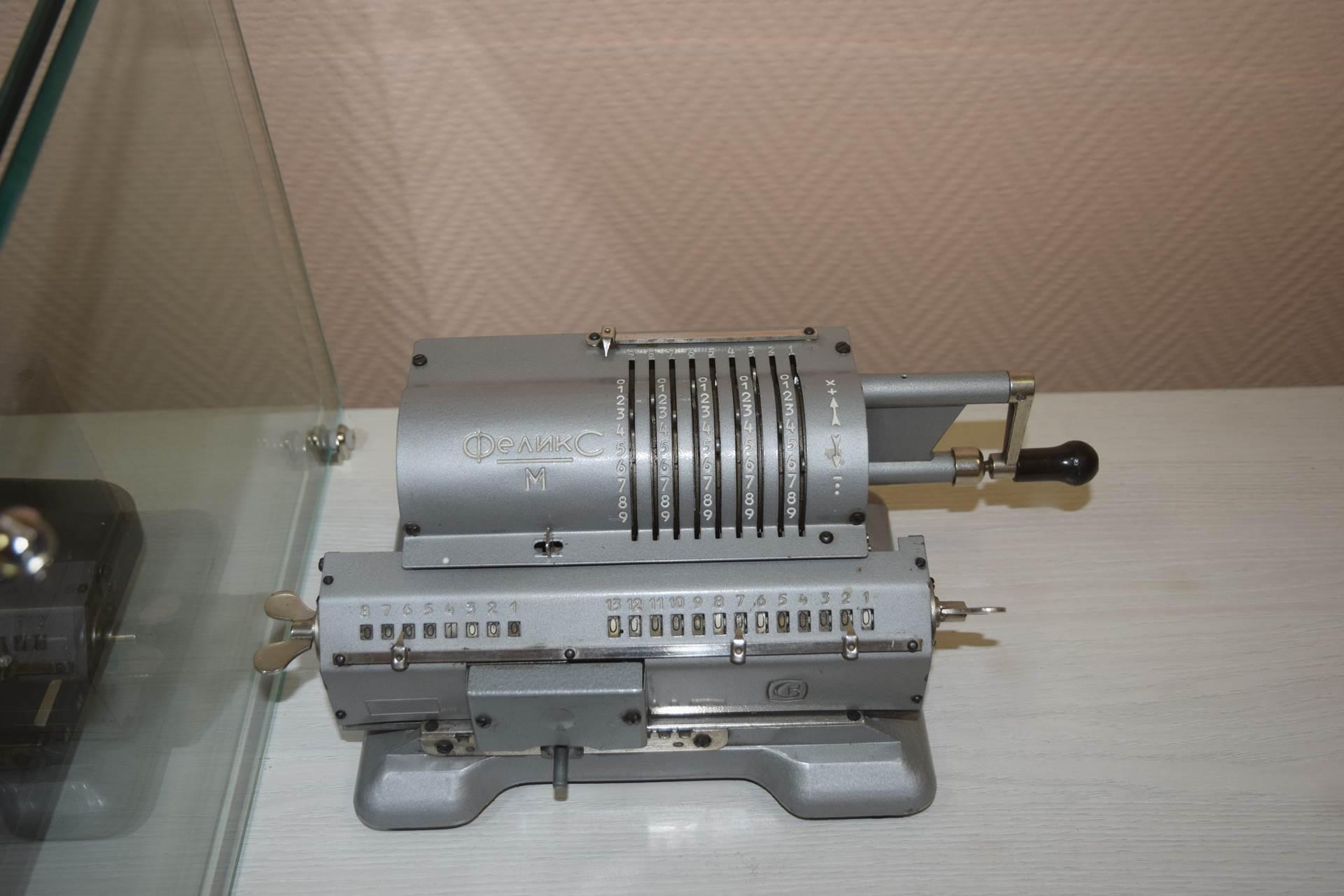«Феликс» — самый распространённый в СССР арифмометр. Назван в честь Феликса Дзержинского