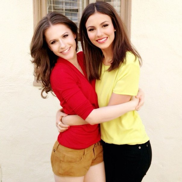 Erin Sanders and victoria justice
