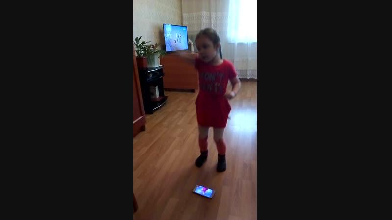 Исина наша принцесса поет песню