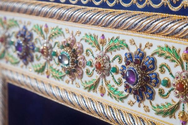 Зардози  очень древний вид вышивки