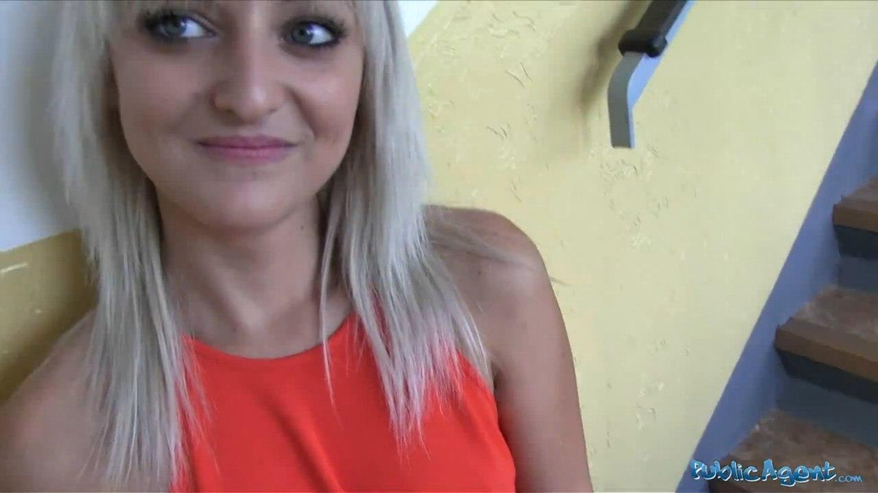 PublicAgent: Katy Rose (Милая блондиночка трахается в подъезде)