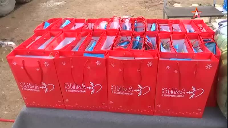 Российские военные сделали новогодние подарки вышедшим из зоны деэскалации в Идлибе детям