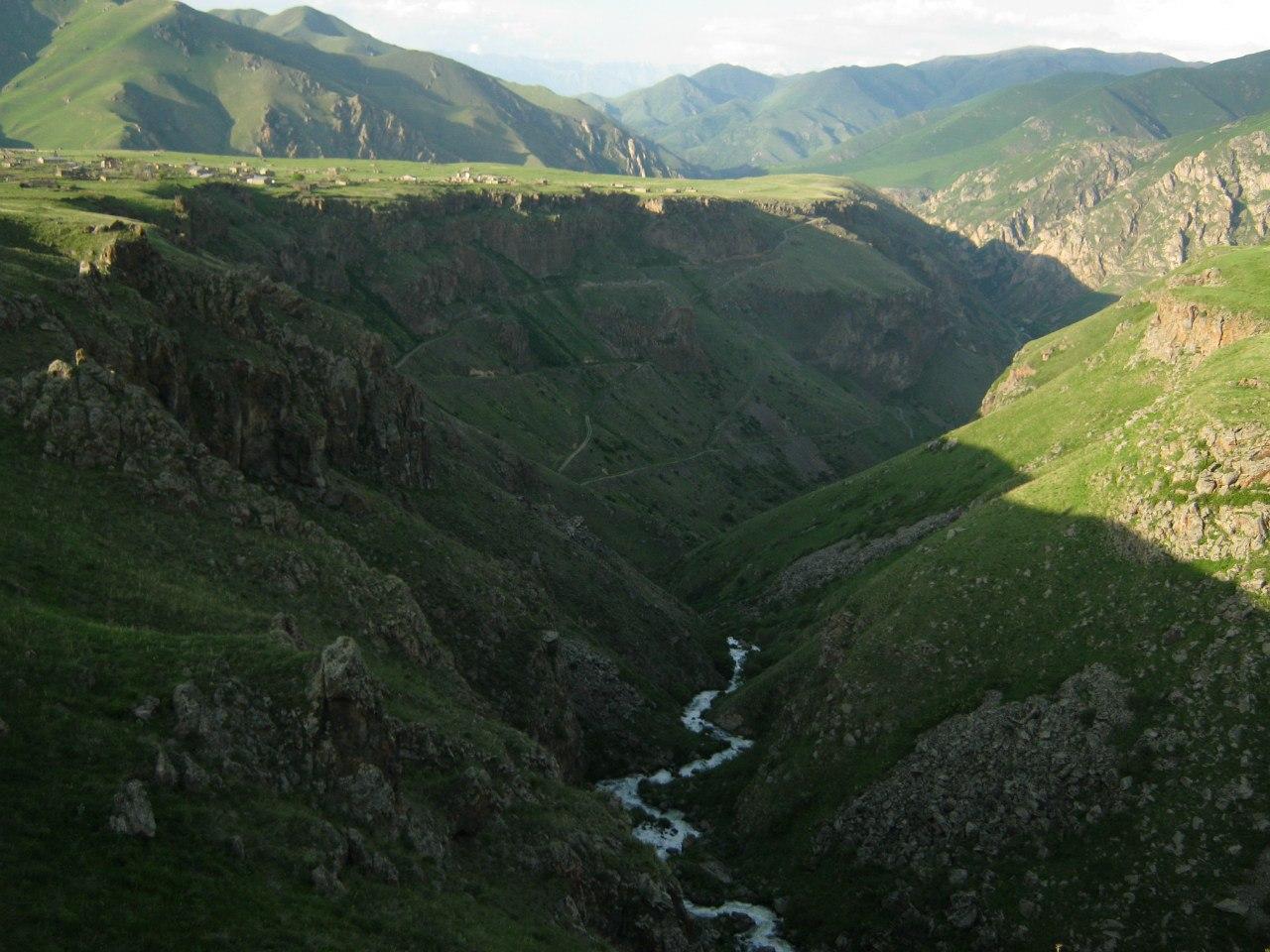 Каньоны вокруг села Цар (Карватжарский район)