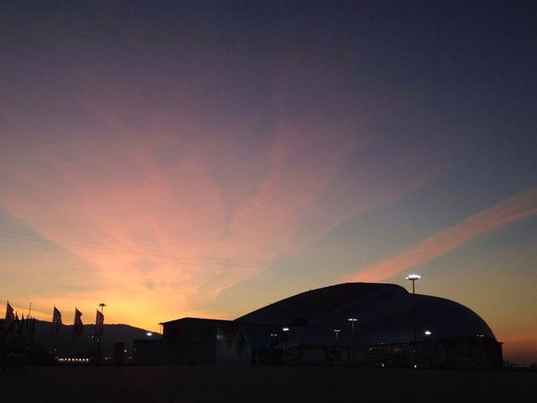 #LIVE первые лучи солнца в олимпийском парке. До #ЦеремонияОткрытия #Олимпиада #Сочи2014 менее 12 часов