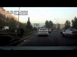 ДТП Тойота Камри сбила мужика Алматы 2 09 2013