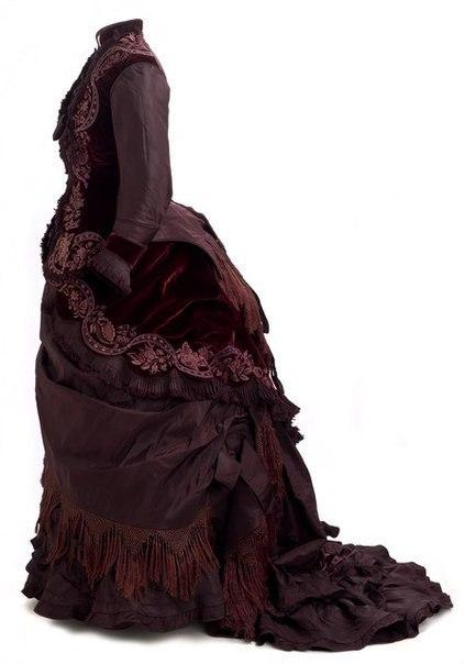 Платье из бордового бархата и тафты 1877 года
