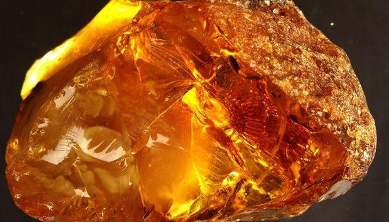 Уникальные свойства янтаря: чем может помочь солнечный камень