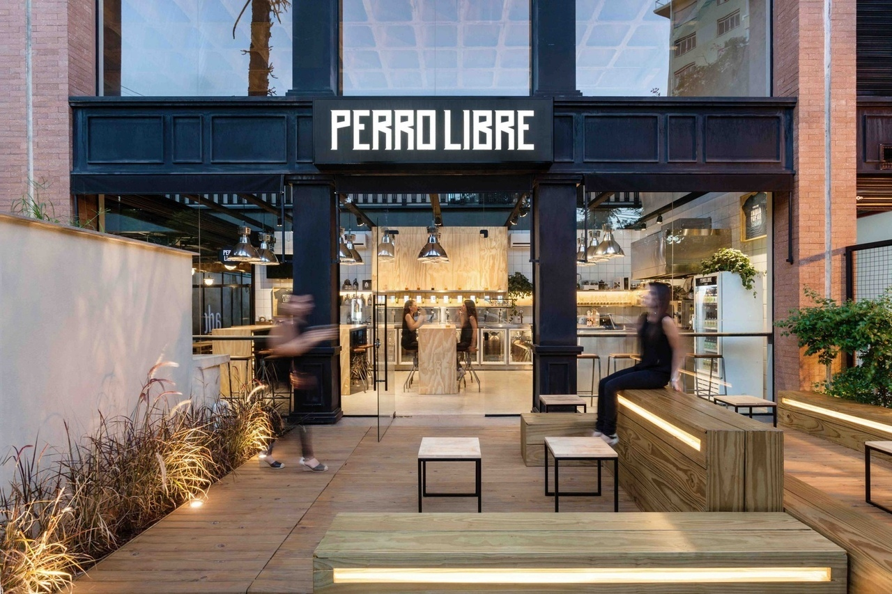 Perro Libre Tap Room / Tellini Vontobel Arquitetura