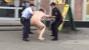 На пешеходной ул.Баумана в Казани полицейские задержали голого мужчину