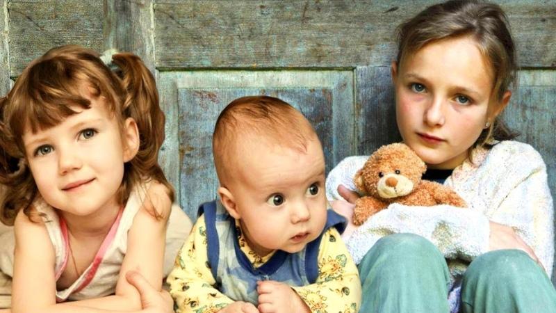 Мать уехала от них взяв с собой вместо детей личные вещи! Аня осталась с младшей сестрой и братом.