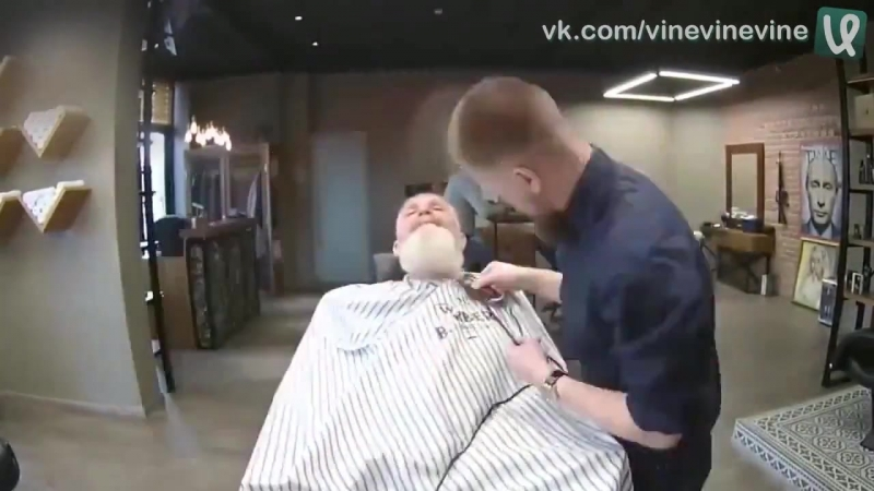 Дедушку привели в барбершоп