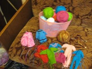 Мое любимое занятие - вязание одежды для кукол.