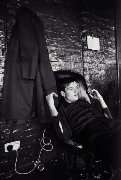 Английский музыкант Иэн Кёртис.