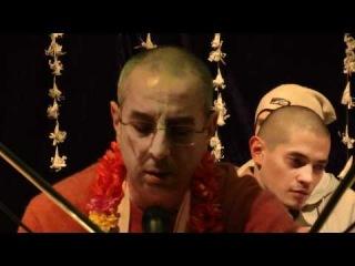 Niranjana Swami - evening kirtan 1/3 - Kiev
