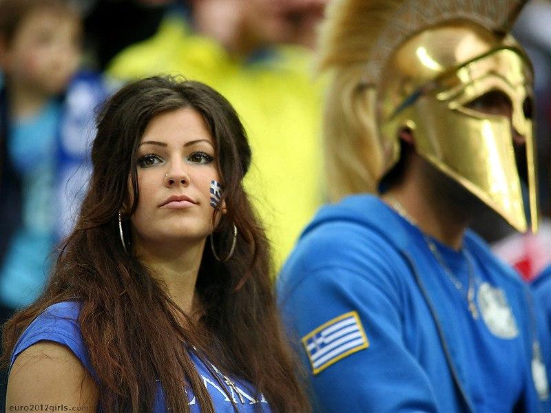 Девушки футбольные болельщицы на Чемпионате Европы 2012, Греция