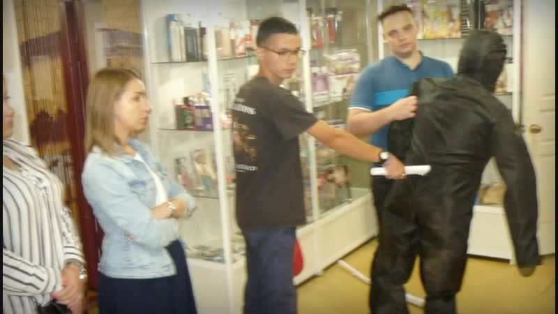 Уволенная сотрудница секс-шопа отомстила коллеге при помощи электрошокера