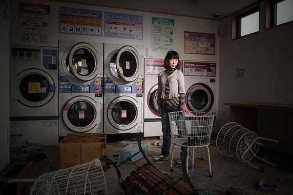 Жители Фукусимы и их фотографии на прежних местах работы. Французские фотографы Guillaume Bression и Carlos Ayesta попросили живших когда-то в Фукусиме вернуться, чтобы сделать несколько кадров.