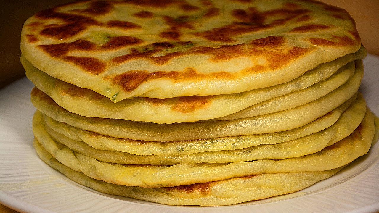 Лепешки с картошкой из сырного теста на кефире (на сухой сковороде)