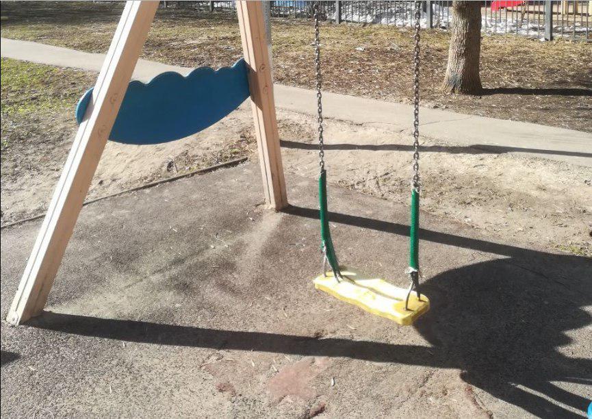 Детскую площадку привели в порядок на Алтушке