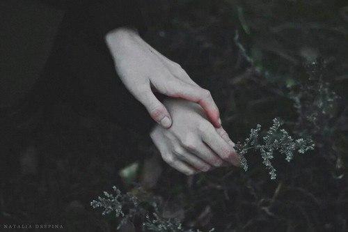 - Ти одна чи у тебе хтось є?