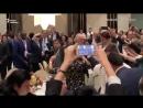 Очень непринужденно проходит саммит Франкофонии в Ереване. Танцуют все - Эммануэль Макрон,.mp4