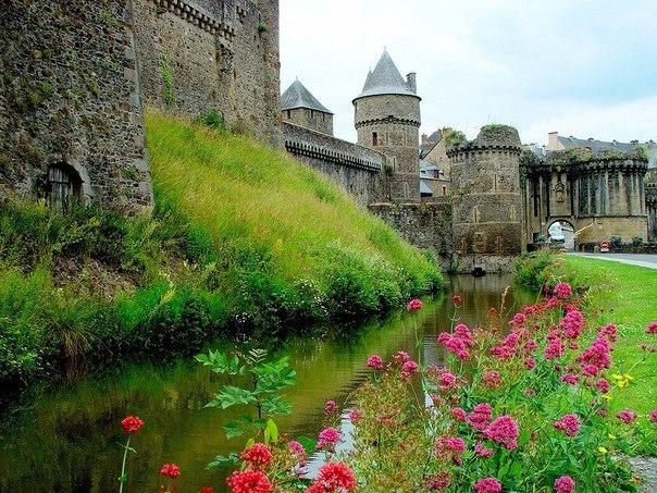 Старинный город-крепость Фужер. Бретань, Франция