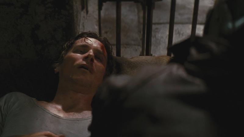 Бэйн и сломанный Брюс Уэйн в Яме Возрождение Легенды (2012)