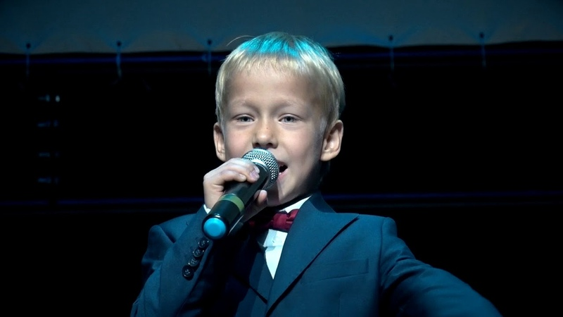 Прогимназия Идеал. Дети выступают на концерте ко Дню дошкольного работника proideal.ru