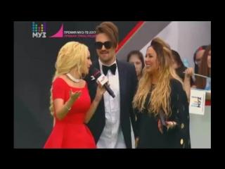 Юлия и Александр Панайотов на Ковровой дорожке премии МУЗ-ТВ