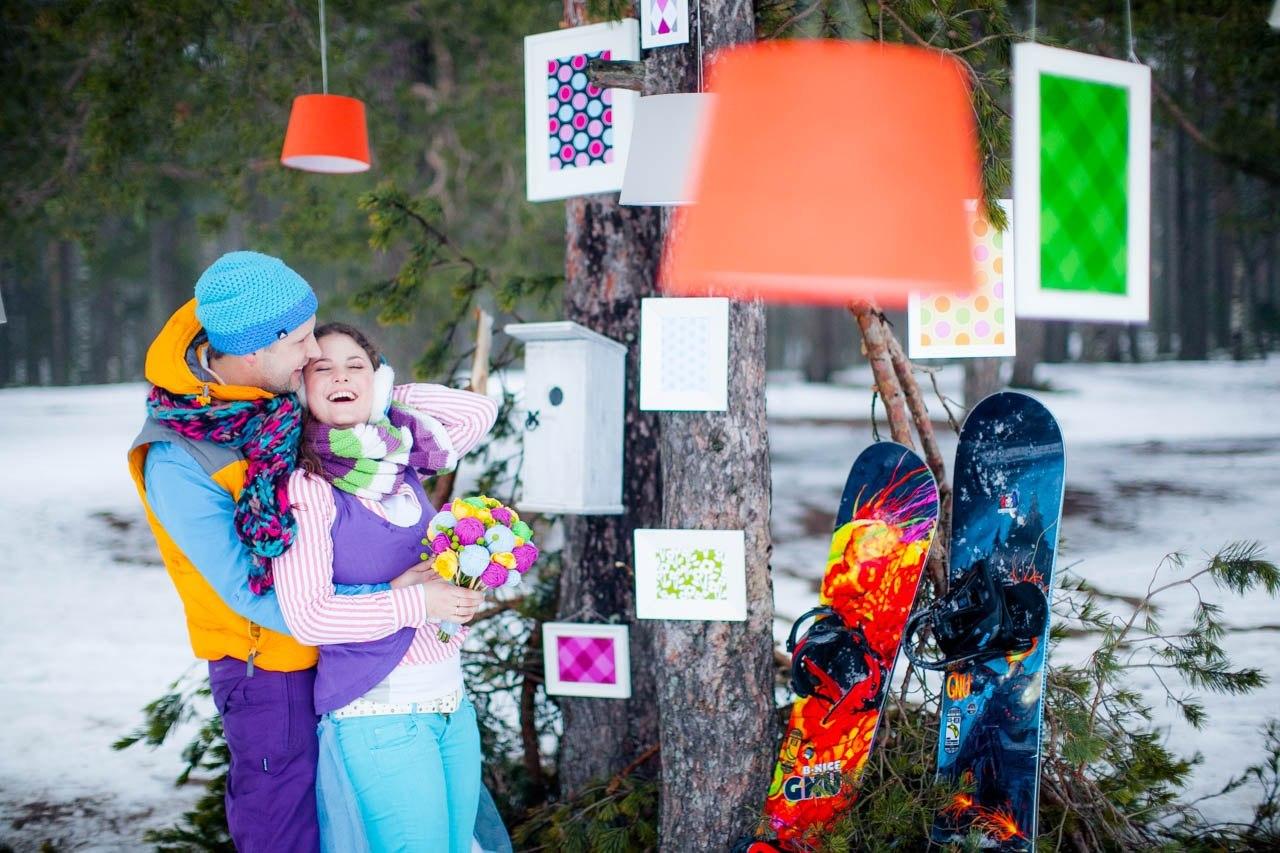 жених и невеста на свадьбе в стиле сноубординга