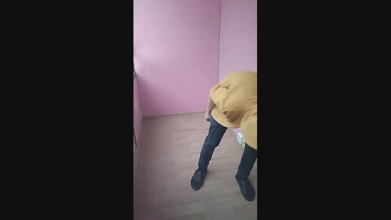 Женечек делает бит бокс