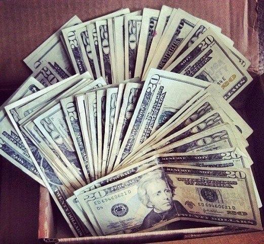 Мир состоит из бездельников, которые хотят иметь деньги, не работая, и придурков...
