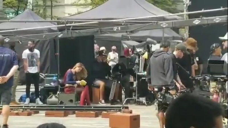 Мелисса на съёмках Супергерл