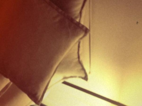 "SURAN (수란) on Instagram: ""🎼 Warm summer night 🦋 더위아웃🌊🎧🌊 . . . 친구가 보내준 저 비빔면__뭐지..🤭~~ 계속 바라보면은...시원해짐ㅋㅋㅋ 진짜야아진짜라구 파도비빔면😋능력재발견🙋🏼♀️고마워팅구야 덥다쎄울…"""