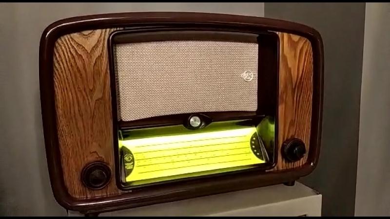 Старинный радиоприемник после реставрации