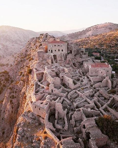 Древняя византийская деревня Anávatos, остров Хиос, Греция.