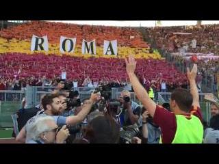 En su último juego como profesional, Totti se despidió de los tifosi de la Roma