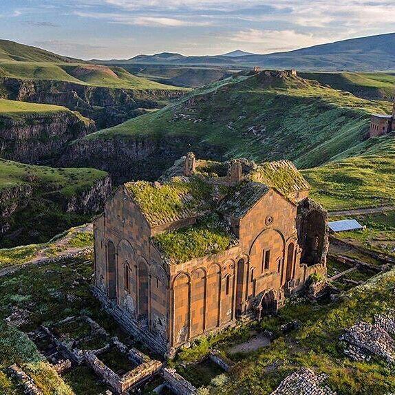 Авиабилеты в Ереван от 6200 туда-обратно из Москвы в октябре