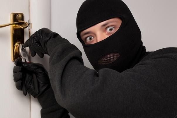 12 хитростей, которые защитят ваше жилье, пока вас не будет дома